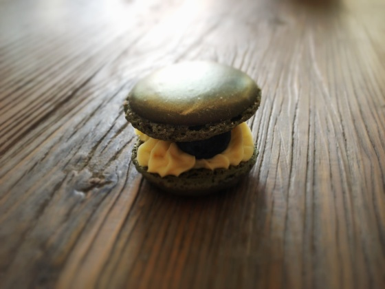 Passionfruit – Lime – Blueberry Macarons